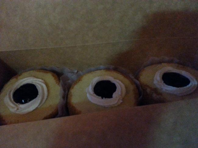 Blueberry cheesecakes: a doughnut for each girl