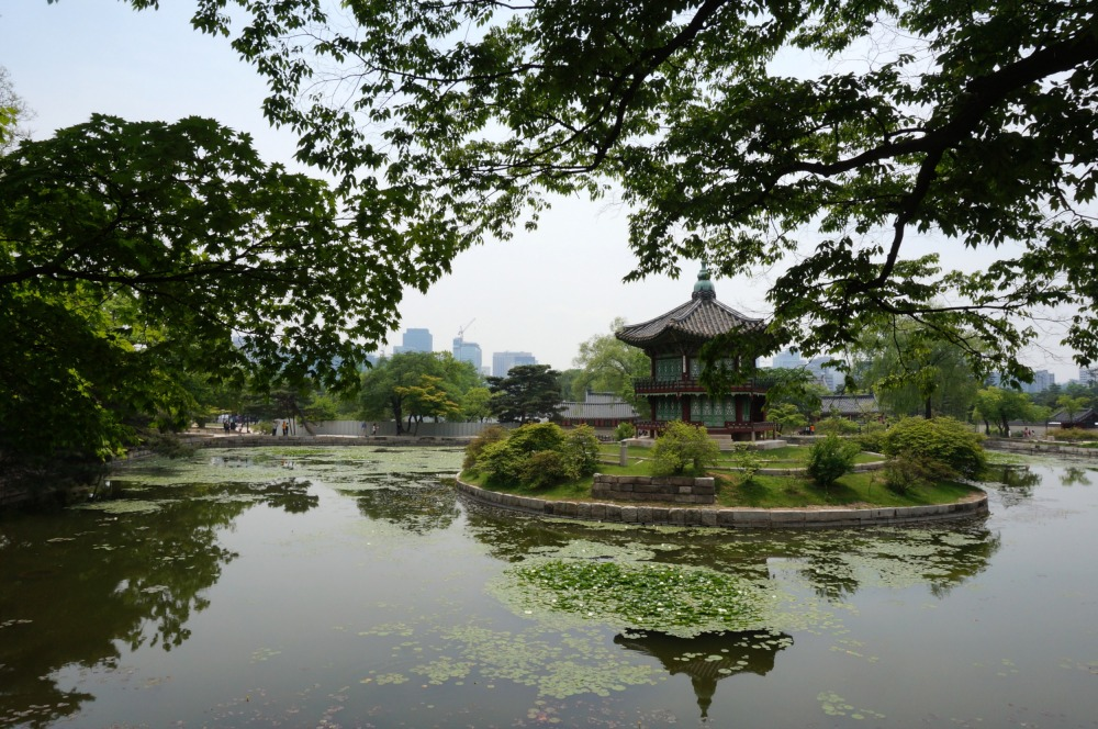 Hyangwonjeong Pavilion is located outside the murdered empress' quarters, and was a place where she and the king used to have poetry readings