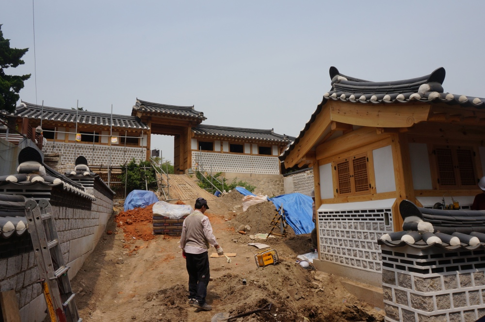 Hanok, or traditional Korean homes, continue to be built at the Bukchon Hanok Village in Seoul. Some residents convert their homes into small museums or tea houses as a form of livelihood