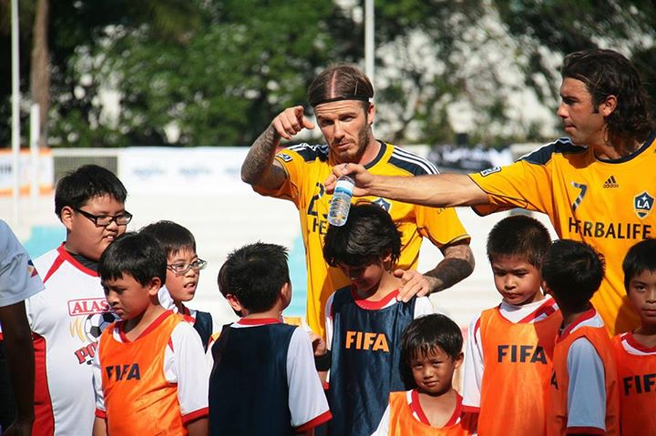 David Beckham with Filipino kids
