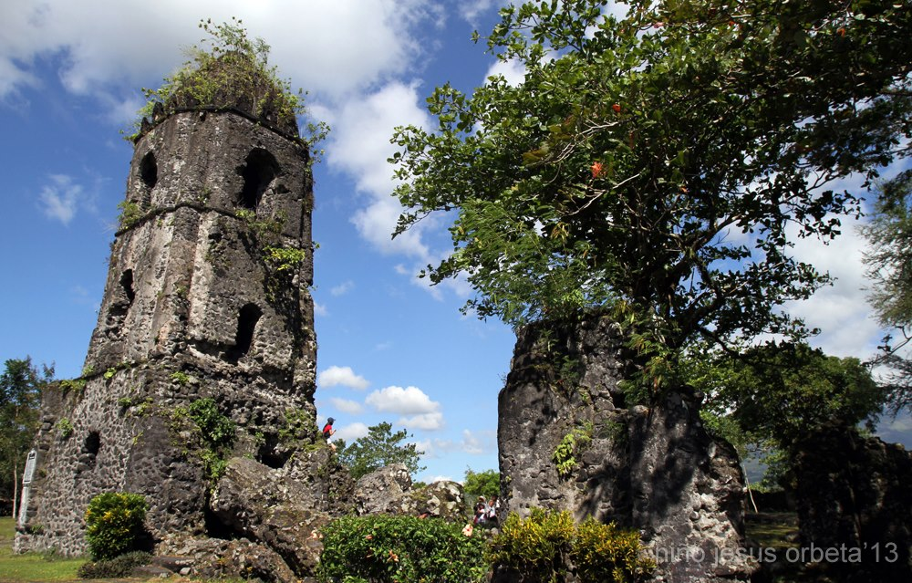 Cagsawa Ruins. Photo courtesy: Niño Orbeta
