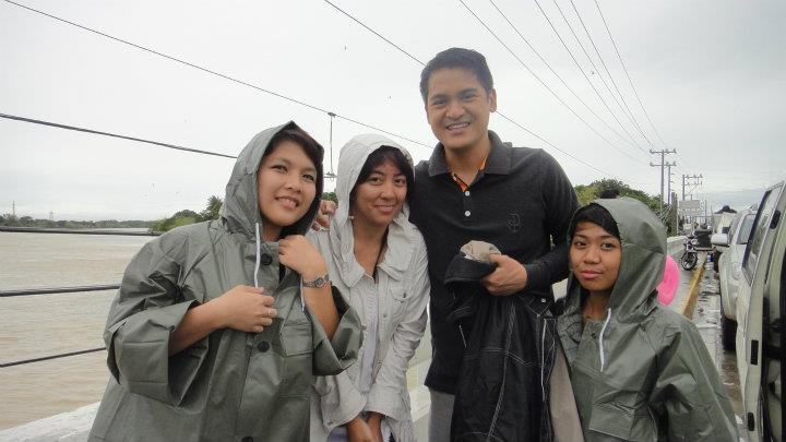 With Jiggy Manicad and the staff of GMA News TV Quick Response Team