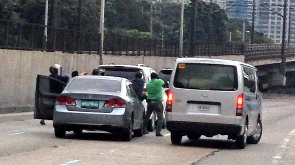 Viral photo of the 2014 EDSA Hulidap incident reportedly done by policement from La Loma
