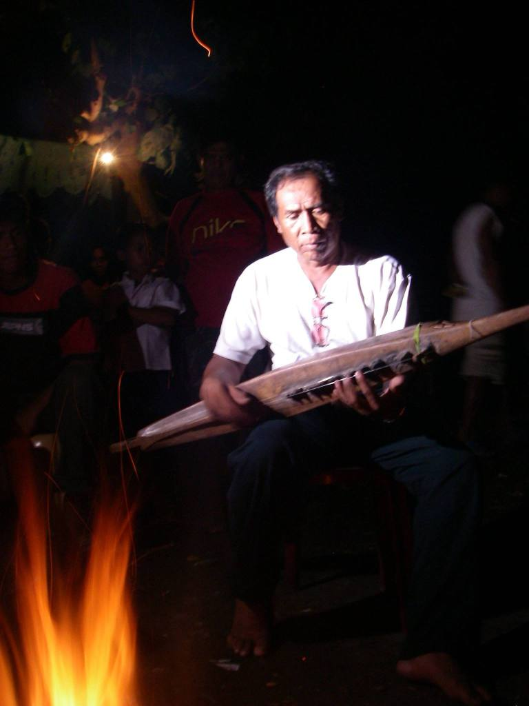 Samaon Sulaiman with his kudyapi