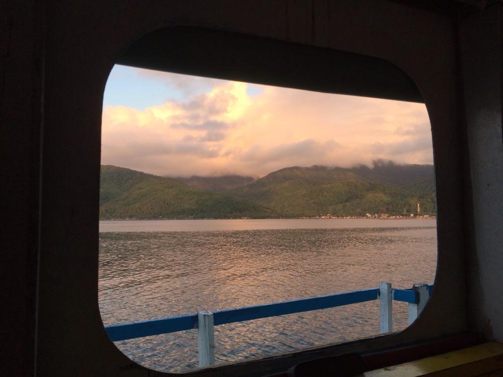 boat-window-silhouette-Lian-Buan-Toni-Tiemsin-SubSelfie-Blog