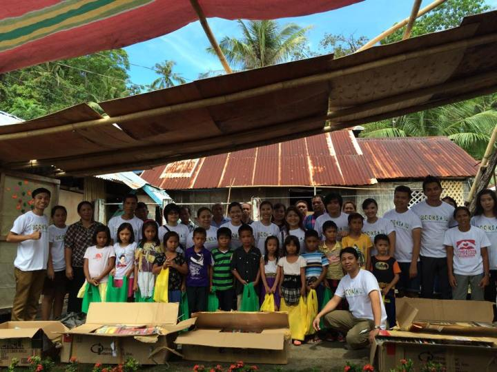 Ephraim Arriesgado (far left) with the volunteers of BookSail, a group of travelers who donate books and school supplies to students in far-flung islands.