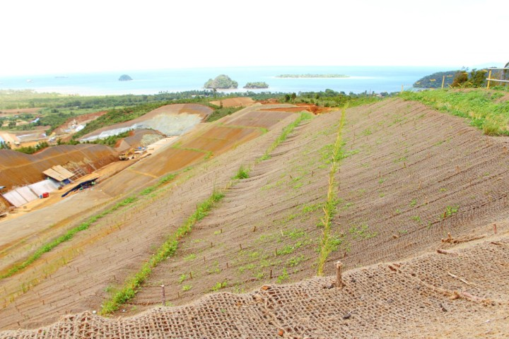Coco nets prevent soil erosion in mining sites Courtesy: DA-CARAGACoco nets prevent soil erosion in mining sites Courtesy: DA-CARAGA
