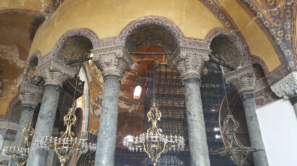It was in 1453 when the Ottoman Turks conquered Constantinople and converted this place into a mosque. In 1935, the Republic of Turkey transformed it into a museum.