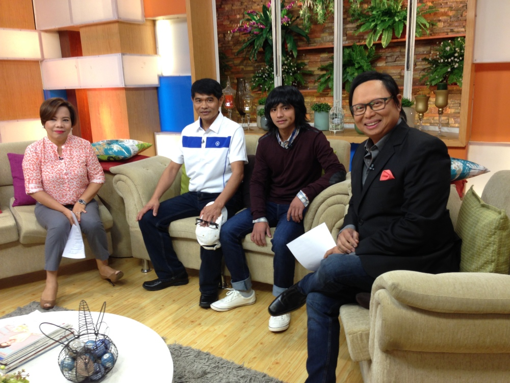 Live interview at Unang Hirit with Igan Arnold Clavio and Susan Enriquez. Photo courtesy: Bam Alegre.