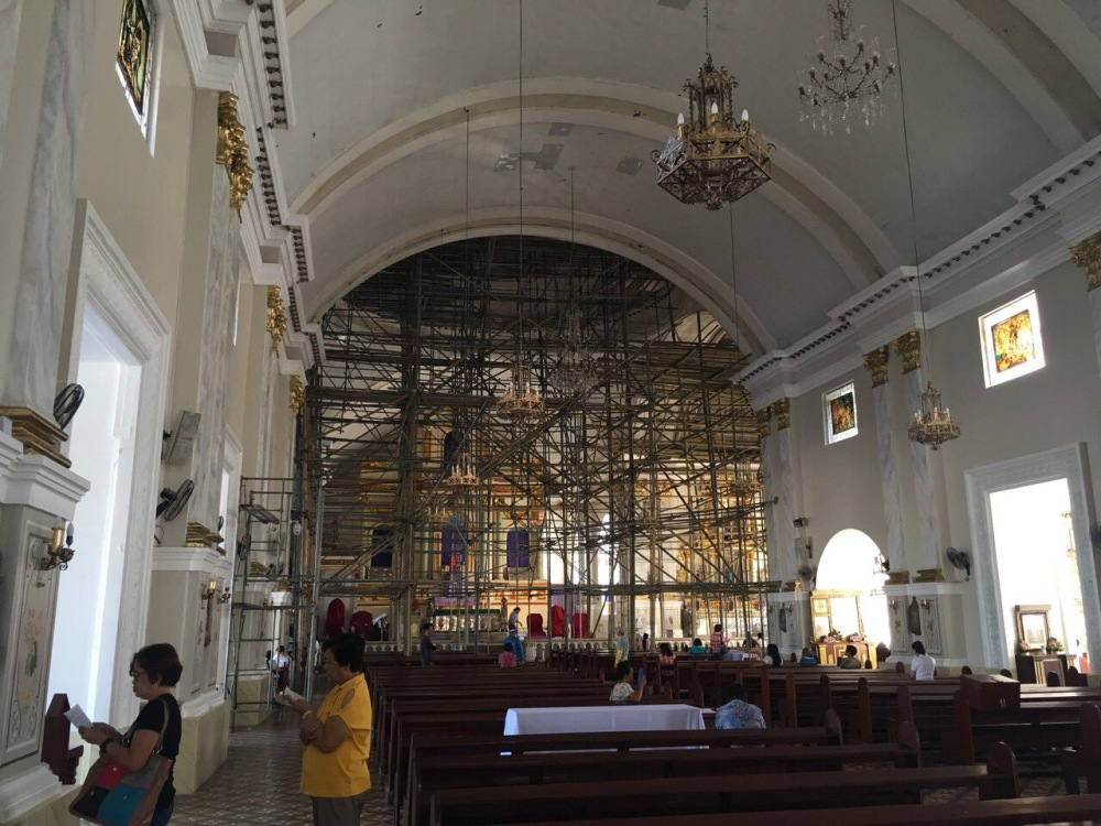 Scaffoldings in the altar.