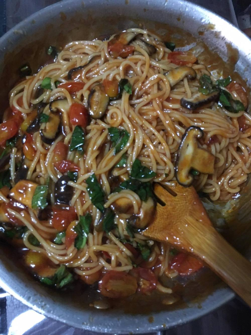 Vegan tomato pasta with mushroom and basil.