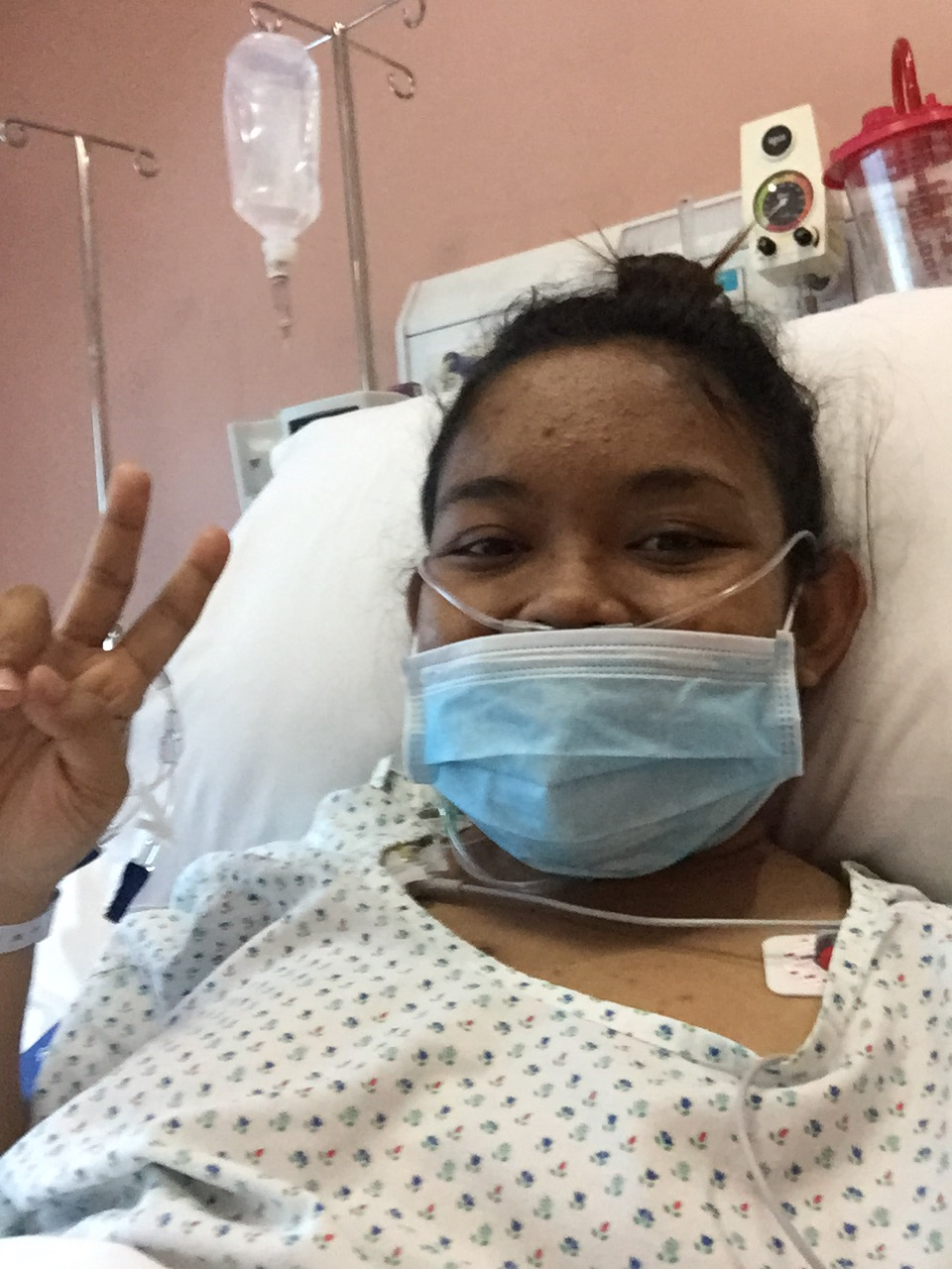May 30, 2016, Monday. 5:06 PM. Just six hours after my kidney transplant. On oxygen support. My body is sore but my soul is rejoicing kaya selfie muna with peace sign!