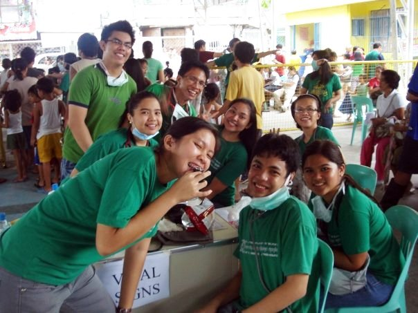 Fellow UP Manila College of Nursing students volunteering for the disaster response at Antipolo City, Rizal during Typhoon Ondoy in 2009.