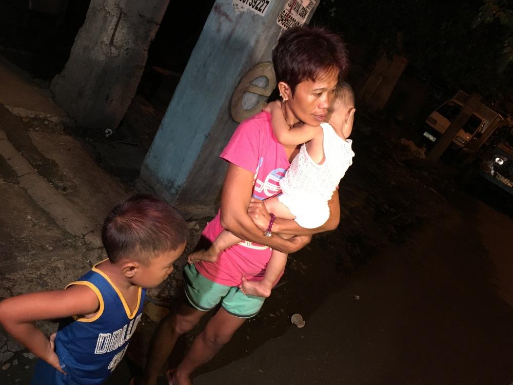 Sa isang iglap, naging biyuda siya matapos patayin ng mga armado't naka-maskarang mga lalaki ang asawa niya sa Pasig.