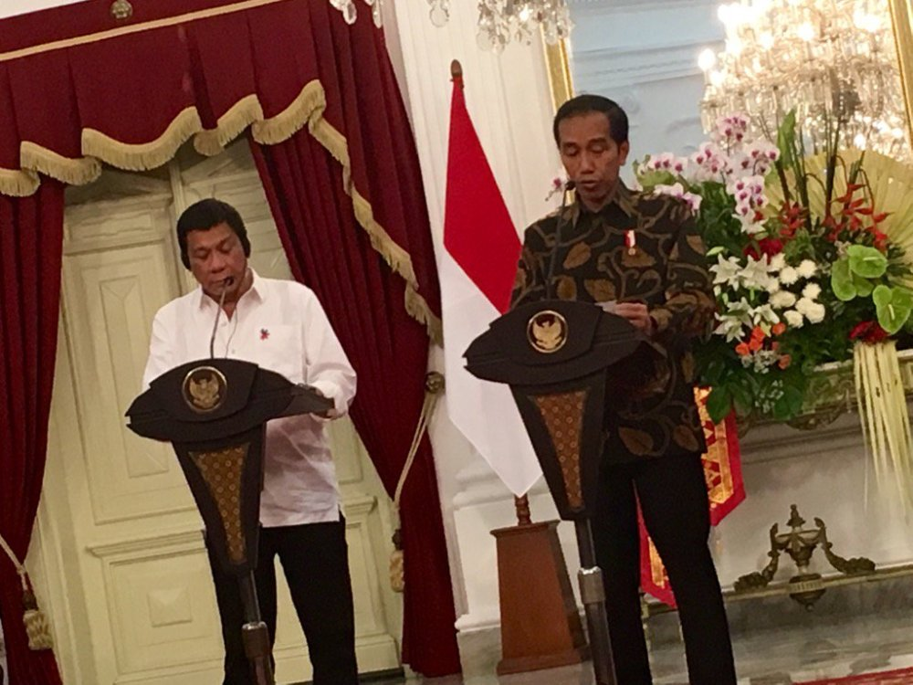 Philippine President Rodrigo Duterte and Indonesian President Joko Widodo during their joint press briefing in Jakarta. Photo courtesy: Joseph Morong.