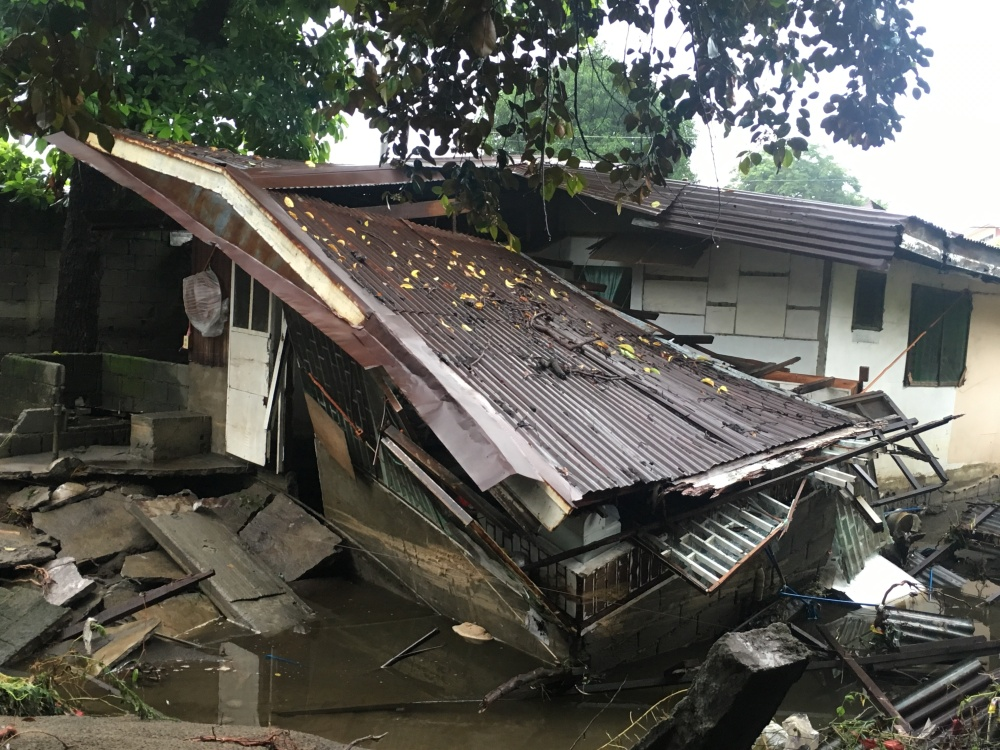 pampanga-house-destroyed-by-flood-photo-by-tricia-zafra-subselfie-blog-2