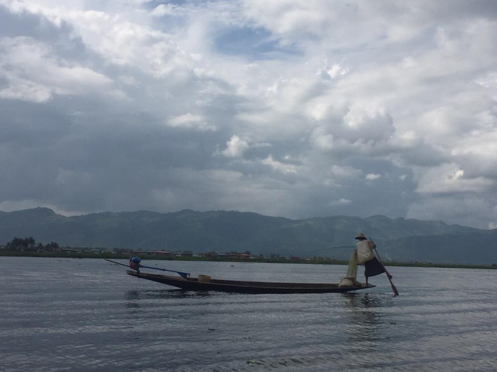 leg-rowing-fisherman
