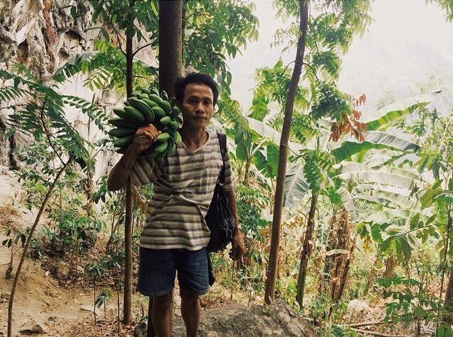 SubSelfie-laborer-banana farmer