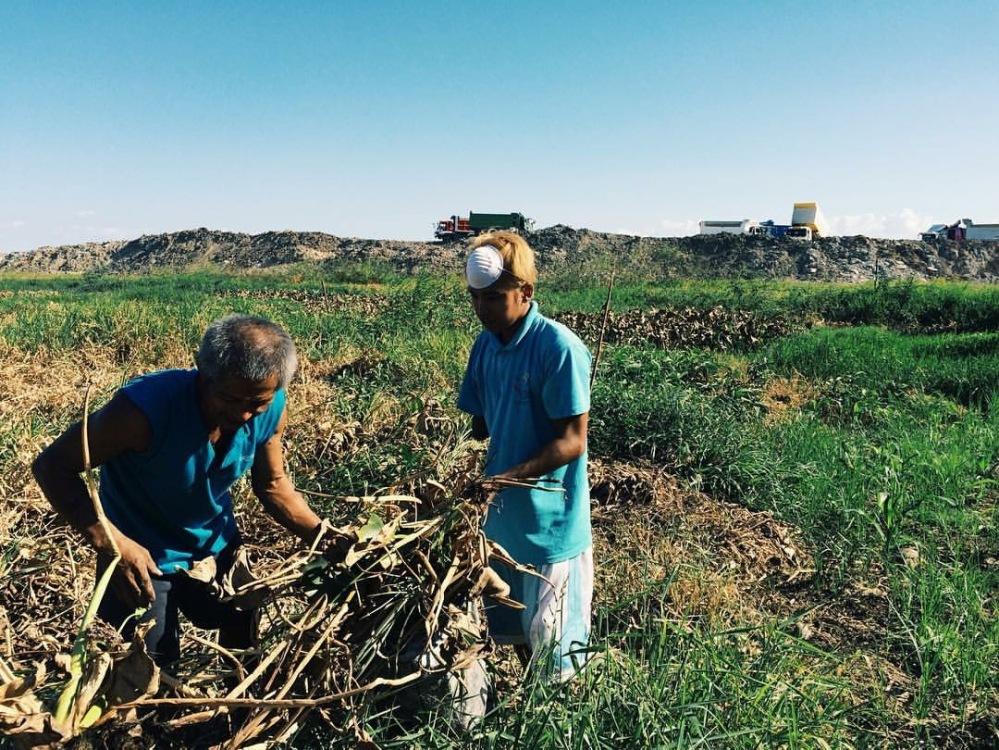 SubSelfie-laborer-farmers 2.JPG