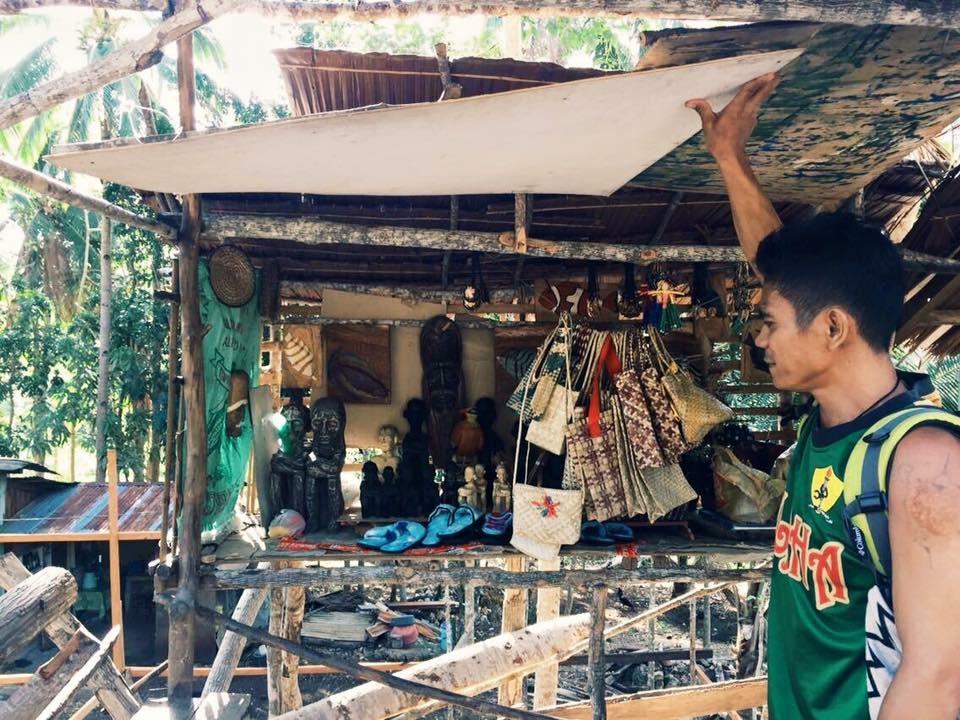 SubSelfie-laborer-souvenir vendor