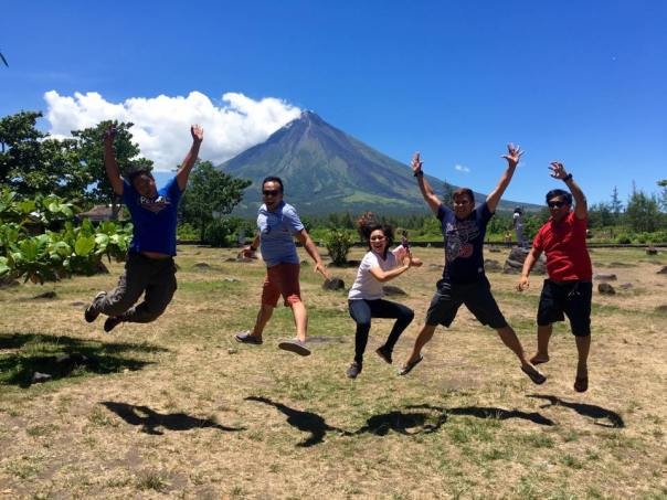 A cooperative Mount Mayon photobombs our jumpshot