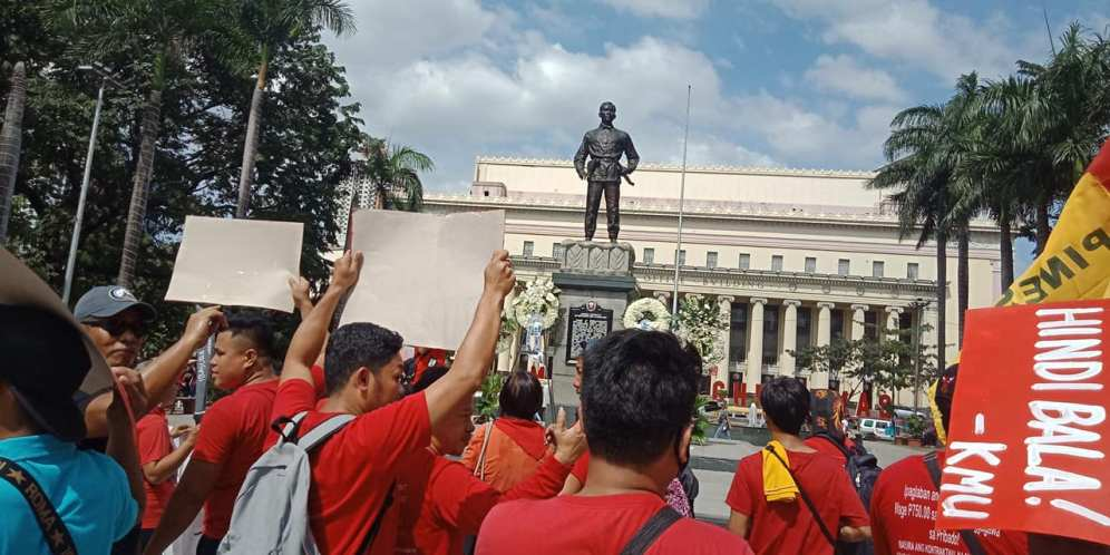 Militant groups arrive at the Liwasang Bonifacio for the 156th birth anniversary of Gat Andrés Bonifacio. (Photo by Daniel Asido/PUP-COC The Communicator)